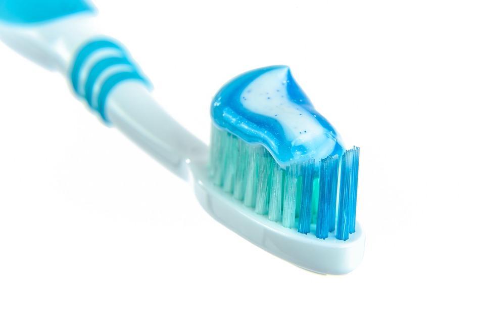 в составе зубной пасты присутствует фтор