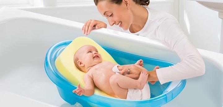 применение подкладки для ванночки при купании малыша