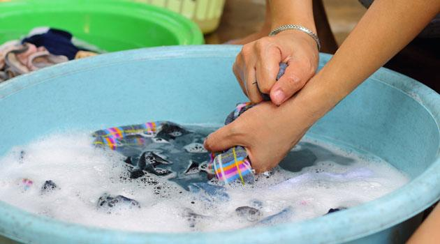 Как кипятить белье в домашних условиях и как стирать вручную