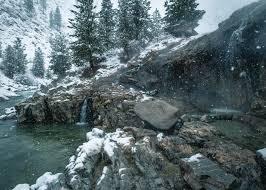 термальный источник зимой
