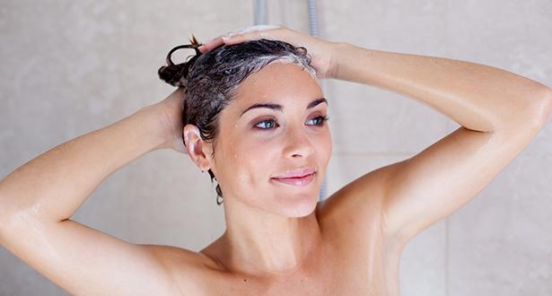 нанесение кондиционера на волосы