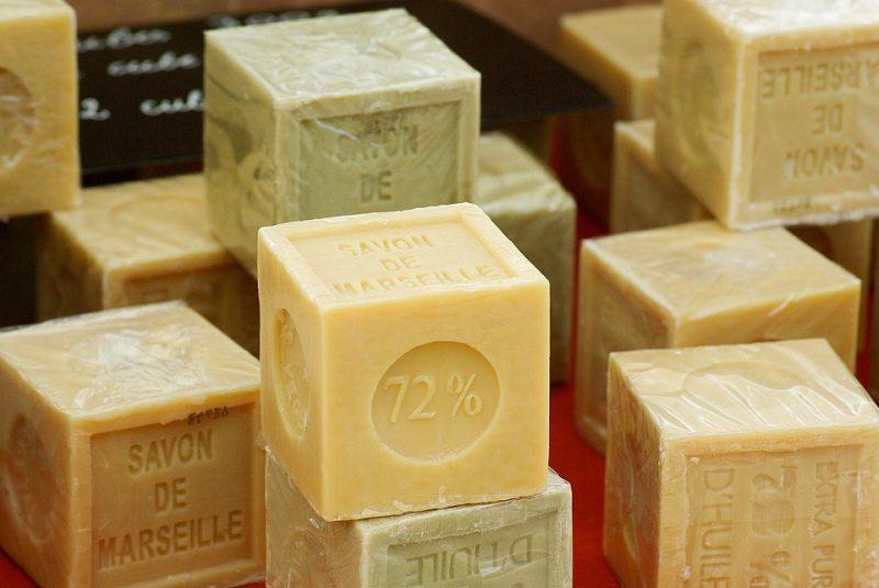 кастильское мыло кубической формы