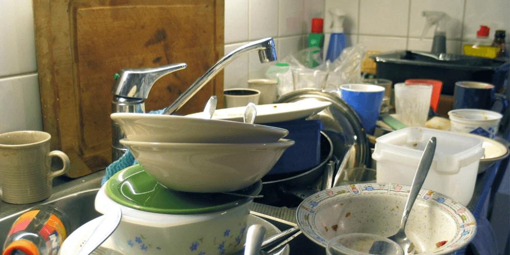 мытье посуды с использованием хозяйственного мыла