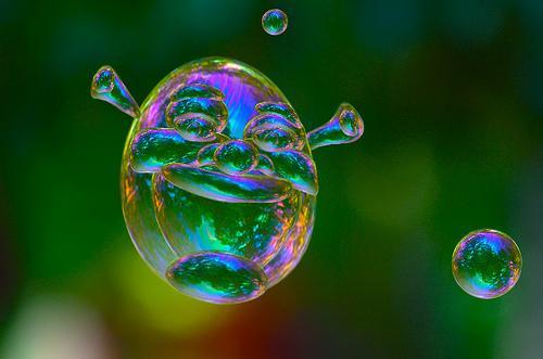 интересная форма мыльного пузыря