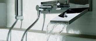смеситель установлен над ванной