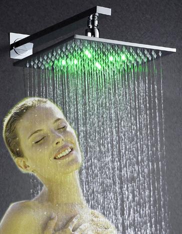 лейка для душа тропический дождь с подсветкой и девушка