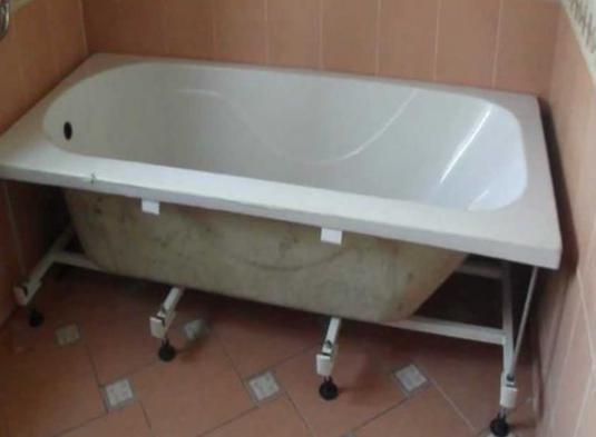 крепление акриловой ванны на ножки