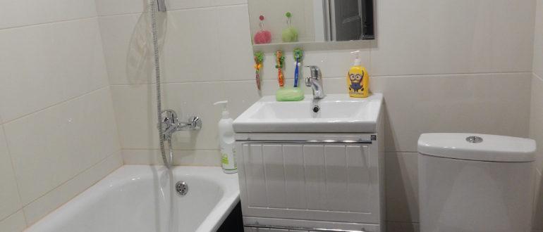 современная ванная в светлых тонах