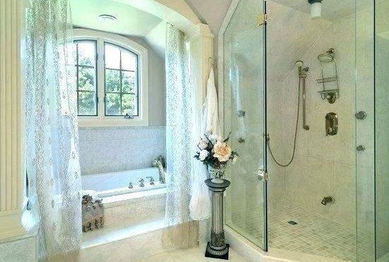 Стеклянная шторка для ванной комнаты – красота и практичность